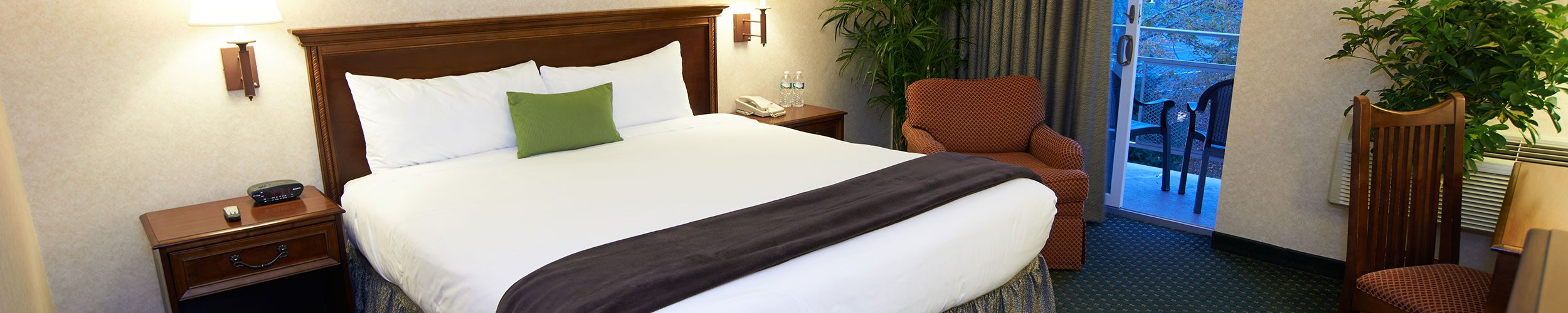 Heritage House Hotel King size bed